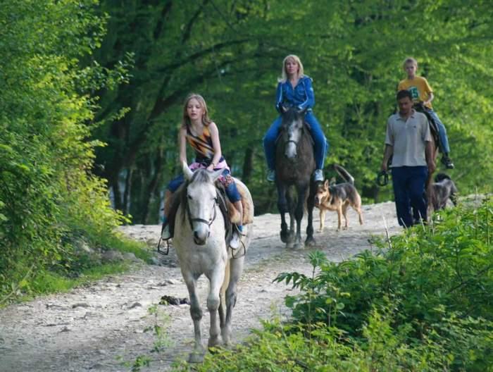 Стоимость: 1 200 аренда лошадки. Дети до 5 лет в одном седле со взрослым – бесплатно.
