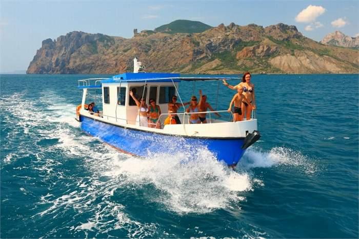 Морские прогулки на катере в Кабардинке